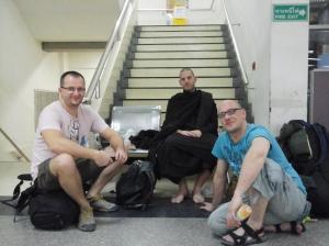 Dhamma talk am Busbahnhof Mochid
